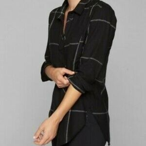 Like New black white flannel shirt